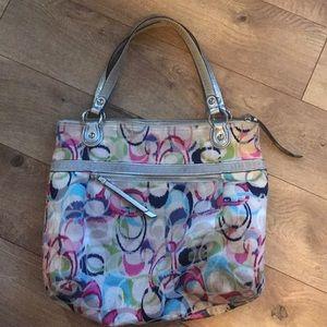 Coach large size multi color handbag 👜💖